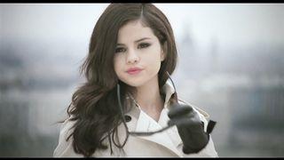 Selena Gomez & The Scene - Round & Round